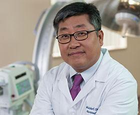 Meet Dr. Michael Cho <br> Neurosurgeon